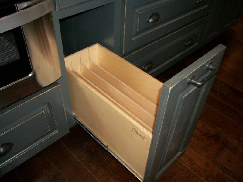 Rollout Cookie Sheet Divider | Canary Cabinets